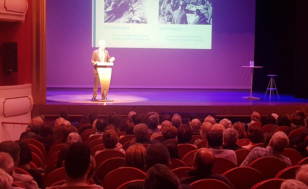 Eduardo Inda on fire en el teatro Ideal