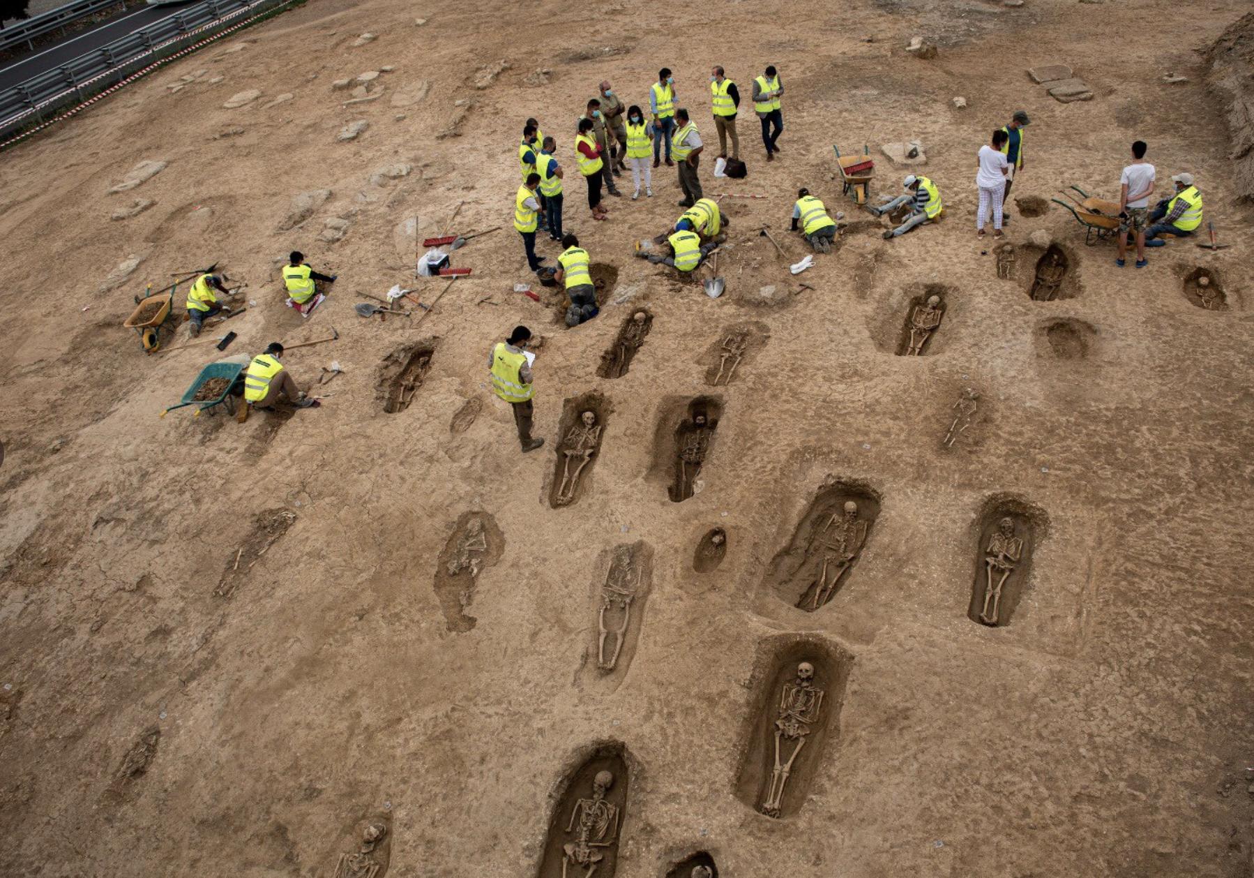 Descubierta una necrópolis en las obras de la A-12