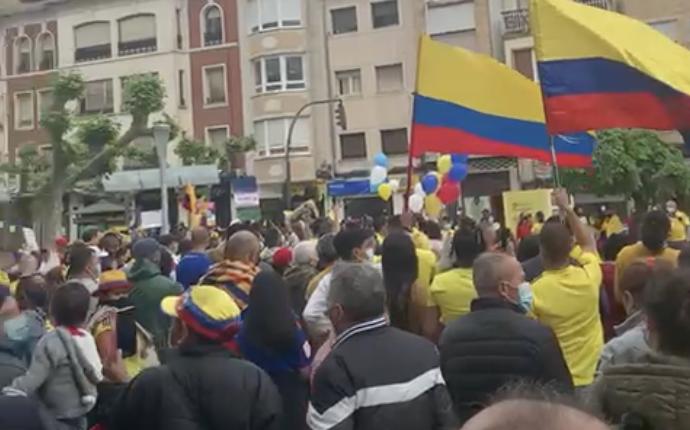 La comunidad colombiana de Calahorra sale en protesta por las desapariciones de su país